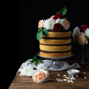 Κέικ με Amaretto, Γέμιση Σοκολάτας και Κομμάτια Αμυγδάλου
