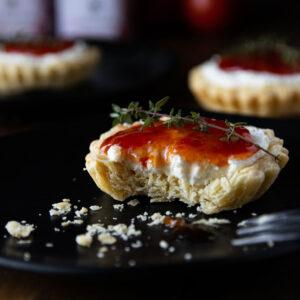 Ταρτάκια με Κρέμα Φέτας και Μαρμελάδα Ντομάτας Δαρνάκων Γεύσεις™