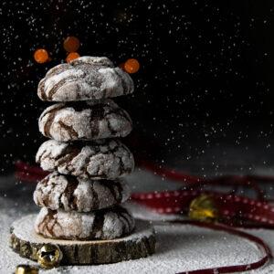 Χιονισμένα Μαλακά Μπισκότα Σοκολάτας με Ρωγμές
