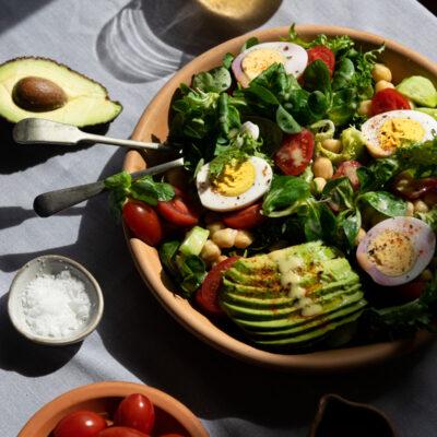 Πρωτεϊνική & Θρεπτική Σαλάτα με Ρεβύθια και Βραστά Αυγά