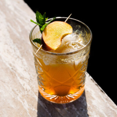 Cocktail με Ουίσκι και Ροδάκινο